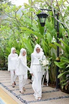 Making Your Wedding Day Yours — asma' nasa Malay Wedding Dress, Hijab Wedding Dresses, How To Dress For A Wedding, The Wedding Date, Our Wedding Day, Wedding Wear, Dream Wedding, Wedding Things, Muslimah Wedding