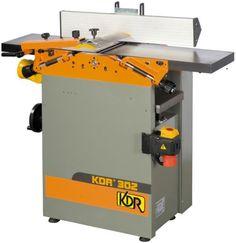 Modelo: KDR 304  Potência: 3 Cv/ 2,2 kW  Tensão: 380 V  Dimensões da mesa da garlopa: 1300 mm  Ø do sarilho: 70 mm  N.º de lâminas: 3  Paralela inclinável: 0º a +45º  Velocidade do sarilho: 4000 rpm  Largura máx. p/ aplainar: 310 mm  Cap. trabalho desengrosso: 180 mm  Profundidade máx. trabalho: 3 mm  Furador (como opção): KDR392  Peso: 182 kg  Código: MROKDR304   Guia paralela  Protecção do sarilho  Paragem de emergência Marca: KDR