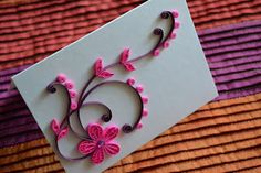Quilled paper flower and scroll. Pretty flower, lacy effect from the quilling, and the swirls are perfection! Paper Quilling Flowers, Paper Quilling Cards, Paper Quilling Patterns, Quilling Paper Craft, Quilling Ideas, Paper Quilling For Beginners, Quilling Techniques, Diy Paper, Paper Crafts