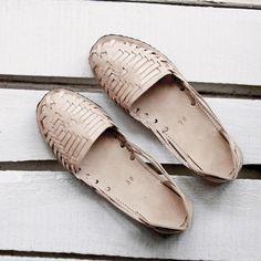 a69911c717f5 18 Best Women s Mexican Huaraches Leather Footwear artesanoslaraza ...