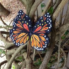 Beautiful Quilled Monarch Butterfly | AllFreePaperCrafts.com