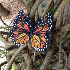 Beautiful Quilled Monarch Butterfly | AllFreePaperCrafts.com