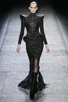 Fashion Week, Fashion 2020, Runway Fashion, Fashion Brands, Women's Fashion, Tanya Dziahileva, Mode Sombre, Iconic Dresses, Glamour