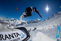 Mach den Sprung deines Lebens und lande dabei ganz weich in einem riesigen Luftkissen. Innsbruck, Alps, Mount Everest, Challenge, Mountains, Nature, Travel, Skiing, Waiting