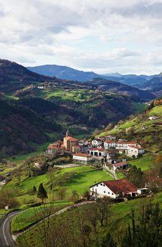 Errezil, Basque Country, Spain - Querría a visitar acá...incluso aprender el idioma de Vasco, también.