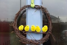 Adorable Spring or Easter Yellow Chick wreath Easter Wreaths, Holiday Wreaths, Holiday Crafts, Holiday Decor, Mobiles, Hoppy Easter, Easter Chick, Diy Wreath, Wreath Ideas