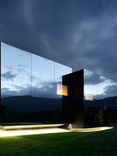 Mirror Houses by Peter Pichler   http://www.yellowtrace.com.au/mesmerising-mirrors-art-architecture/