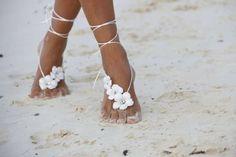 Boda en la playa: Fotos de looks para invitadas - Joyas en los pies