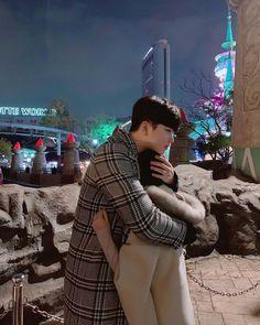 Korean couple Lotte World Couple Goals, Cute Couples Goals, Cute Relationship Goals, Cute Relationships, Kpop Couples, Anime Couples, Cute Korean, Korean Girl, Wattpad