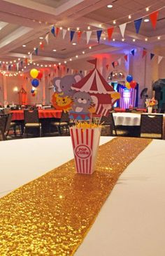 Easily throw a carnival themed party: get tips & frugal ideas here! Planning a carnival birthday party? Create your own carnival themed party successfully Circus Party Decorations, Circus Carnival Party, Circus Theme Party, Carnival Birthday Parties, Circus Birthday, 1st Boy Birthday, Birthday Party Themes, Themed Parties, Circus Wedding