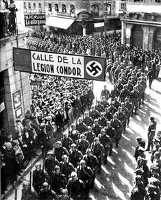 This image shows German troops marching through Leon, Spain at the end of the Spanish Civil War. The long line of German soldiers, which extends past the borders of the photo, highlights German involvement in the war. Aragon, Historia Universal, German Army, World History, European History, World War Two, Civilization, Illustrations, Wwii