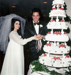 Elvis Presley and Priscilla Presley Marriage Priscilla Presley Wedding, Elvis Presley Priscilla, Elvis Presley Photos, Elvis Wedding, Star Wedding, Wedding Day, Wedding Venues, Wedding Story, Wedding Gifts