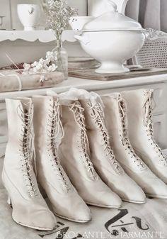 """Manchmal braucht es gar nicht viel: Ein Post über Stiefel!   """"Vorhang auf!"""" ...für die Stiefelparade.            ...alte viktorianische S..."""