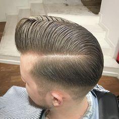 Stylish Wet Hairstyles For Modest Men's 06 Slick Hairstyles, Classic Hairstyles, Straight Hairstyles, Old School Barber, Oil Based Pomade, Comb Over Fade, Hair And Beard Styles, Hair Styles, Haircuts For Men
