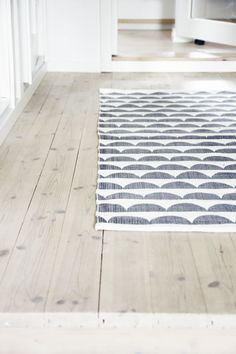 Love the floorboards - reminds me of our cottage in Norway #natural