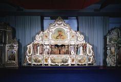 Dansorgel ''De Aalster Gavioli''. Heeft een rijke neo-rococo façade met 4 niet bewegende beelden. Het heeft lange tijd dienst gedaan in een café-dansant te Aalst (België).