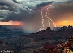The Grand Canyon is never boring! An epic late season monsoon thunderstorm dumping rain and lightning into the Canyon at sunset Photo by Kate Dibildox Ride The Lightning, Lightning Strikes, Lightning Photos, Sunset Photos, Nature Photos, Space Photos, Houston Flooding, Earth Weather, Thunderstorms
