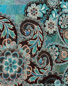 close up, A Pocket full of Paisleys by Lorilynn King (Longmont, CO). 2014 AQS, photo by Quilt Inspiration. Very classy paisley. Textures Patterns, Fabric Patterns, Print Patterns, Paisley Art, Paisley Design, Textile Design, Fabric Design, Pattern Art, Pattern Design