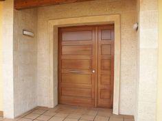 Porche de noche casas mediterráneas de riba massanell s. Modern Entrance Door, Main Entrance Door Design, Front Door Entryway, Door Gate Design, Wooden Front Doors, House Front Door, Front Door Design, House Doors, House Entrance
