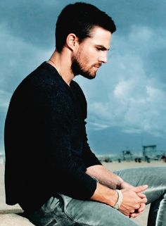 Stephen Amell as Oliver Queen Gorgeous Men, Beautiful People, Oliver Queen Arrow, Colin Donnell, Stephen Amell Arrow, Arrow Tv, Team Arrow, Dc Comics, Emily Bett Rickards