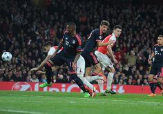 Olivier Giroud's awkward header against Bayern Munich #Arsenal  #AFCvsBAY