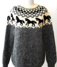 Icelandic sweaters in horses Winter Sweaters, Wool Sweaters, Sweaters For Women, Pullover Mode, Pull Gris, Icelandic Sweaters, Horse Print, Sweater Fashion, Couture