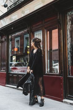 Lace_Skirt-Black-Sweater-Majorica_Jewels-Outfit-Street_Style-1 Lace Skirt Outfits, Winter Skirt Outfit, Chic Outfits, Dark Fashion, Emo Fashion, Autumn Fashion, Jersey Oversize, Dress Like A Parisian, Boho Rock