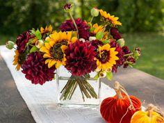 Dahlia Centerpiece, Sunflower Wedding Centerpieces, Dahlia Wedding Bouquets, Sunflower Arrangements, Fall Floral Arrangements, Rose Centerpieces, Sunflower Bouquets, Fall Bouquets, Fall Wedding Flowers