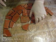 Artistic mosaics are totally assembled by hands. What an awesome work! This is a great way to add an artistic element to your floor or garden. Mosaic Stepping Stones, Pebble Mosaic, Mosaic Diy, Mosaic Garden, Mosaic Crafts, Mosaic Projects, Stone Mosaic, Mosaic Glass, Mosaic Tiles