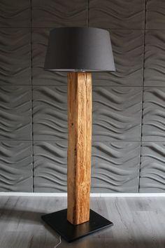 Stehlampe Im Altholzdesign Mit Grauem Lampenschirm Für Die Beleuchtung Im  Wohnzimmer Oder Schlafzimmer / Lamp In Driftwood Or Reclaimed Wood Style U0026  Gray ...