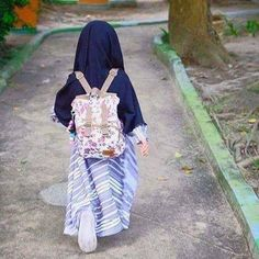 Androgynous Fashion Women, Curvy Women Fashion, Kids Fashion, Baby Hijab, Girl Hijab, Niqab Fashion, Muslim Fashion, Fashion Muslimah, Beautiful Muslim Women