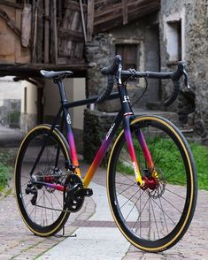 Thanks to the carefully studied mix of oversized steel tubing and custom chainstays the Sliver is a lightweight rigid - Road Bike - Ideas of Road Bike Bicycle Paint Job, Bicycle Painting, Buy Bike, Bike Run, Specialized Bikes, Bicycle Maintenance, Cool Bike Accessories, Bike Frame, Bicycle Design