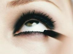 i wish i could wear eyeliner on the bottom like this without looking like a raccoon or something scary. like a smoky eye..
