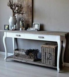 Nice sidetable that might be able to serve in a powder room as double sink vanity. Hallway Decorating, Entryway Decor, Interior Decorating, Interior Design, Decorating Ideas, Painted Furniture, Home Furniture, Modern Console Tables, White Console Table