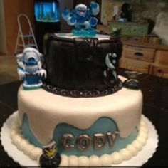 i know a little boy who would love this for his 7th birthday!  the name on the cake is ironic!