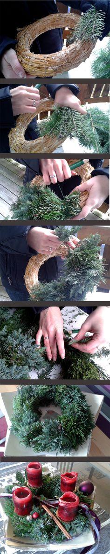 Noch schnell einen Adventskranz basteln? Kein Problem! Als Grundlage brauchst du einen Kranz aus Stroh oder Zeitungspapier. Ein paar Zweige darum gelegt, mit Draht umwickelt und voila, fertig ist dein Adventskranz!