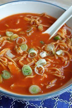 Chinese tomatensoep - Inderdaad geeft appelmoes die typische smaak eraan. De gemberpoeder hoef je daarvoor niet weg te laten. Ik doe én-én!