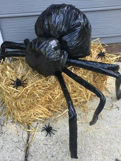 20 Cheap & Easy Homemade Halloween Decorations to Spookify Your Home - Real Time - Diet, Exercise, Fitness, Finance You for Healthy articles ideas Diy Deco Halloween, Diy Halloween Spider, Casa Halloween, Halloween Outside, Homemade Halloween Decorations, Halloween Games, Outdoor Halloween, Halloween Party Decor, Holidays Halloween