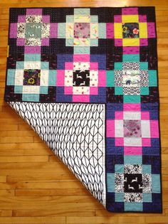 Wendys Antique Tile quilt. Great idea to use with florals in the center
