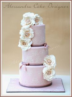 I am swooning at how gorgeous this cake is by Alessandra Cake Designs