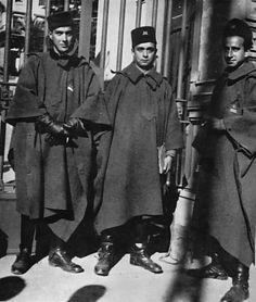 Joan Sales (dreta), amb Enric Usall (Soleràs) i Lluís Cruells, personatges d'Incerta glòria Che Guevara, Fashion, Author, Moda, Fashion Styles, Fashion Illustrations