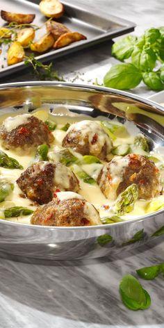 Du bist ein Fan der mediterranen Küche und immer auf der Suche nach neuen leckeren Rezepten? Dann haben wir hier genau das Richtige für dich! Passend zur Spargelsaison zeigen wir dir, wie du schmackhaften Spargel mit Hackbällchen zubereitest.
