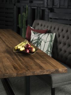 TABLE KAMOURASKA - MERISIER - AMBRÉE FONCÉE - GRADE B - 96'' X 42'' - MERIDIAN - CHAISES LONGBEACH NOIRES  #surmesure #lusine #table #kamouraska #meridian #chaise #longbeach #merisier #ambreefoncee