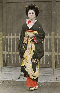 Geiko dressed for a Tea Ceremony 1930s by Blue Ruin1, via Flickr