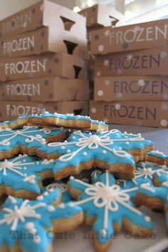 That Cute Little Cake: Frozen Movie Night Cakes, Crafts and PARTIES   That Cute Little Cake   DIY kids birthday party