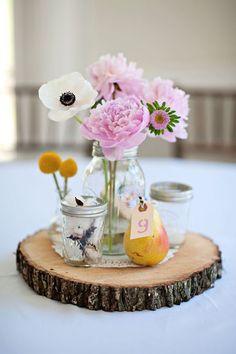Rosa baby e giallo sole! Tree Stump Centerpiece, Wood Centerpieces, Rustic Wedding Centerpieces, Flower Centerpieces, Flower Arrangements, Wedding Decorations, Flower Vases, Mason Jars, Mason Jar Flowers