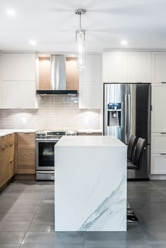 37 - Simard Cuisine et Salle de bains Kitchen Dining, Kitchen Decor, Kitchen Backsplash, Home Renovation, My Dream Home, Kitchen Remodel, Kitchens, New Homes, Sweet Home