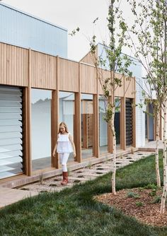 Inspired to form a re-connection to nature, through the use of natural materiality, courtyards and light, this house feels like an extension of the landscape. Home Garden Design, House Design, Weatherboard House, Backyard Trees, Sweet Home, Arch House, Edwardian House, Prefabricated Houses, Storey Homes