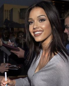 Jessica Alba Hot, Jessica Alba Pictures, Celebrity Makeup Looks, Brunette Beauty, Beauty Women, Pure Beauty, Natural Beauty, Dark Hair, Pretty Hairstyles