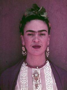 Nikolas Muray : Frida Khalo.   Elle a su, mieux que personne, transcender sa souffrance pour en tirer une oeuvre personnelle et originale.
